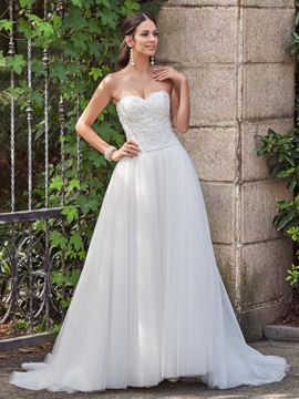 Mysterious Sweetheart Appliques Beaded Button Wedding Dress