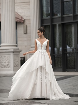 Straps Pearls Appliques Tiered Hall Wedding Dress 2020