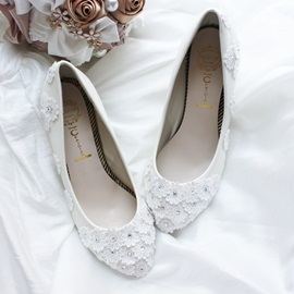 Cute Closed Toe Lace Flowers Wedding Shoes
