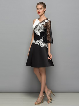Modern V-Neck Appliques Black Lace Cocktail Dress