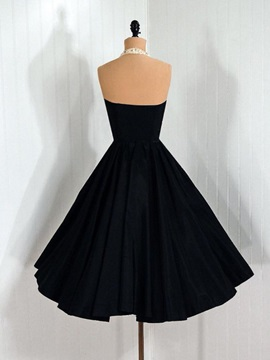 Cool Halter Appluiques Sequins A-Line Black Cocktail Dress