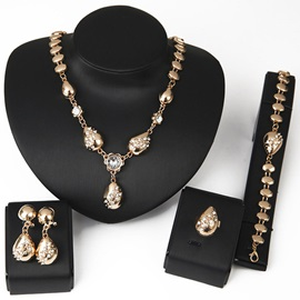 Golden Alloy Diamante Water Drop Pendant Polishing Chain Anniversary Jewelry Sets