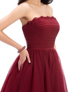 Red Strapless Appliques A-Line Knee-Length Cocktail Dress