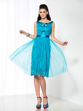 Casual Scoop Neck A-Line Lace Knee-Length Homecoming Dress