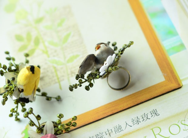 Colorful Simulation Birds Wedding/Party Ring