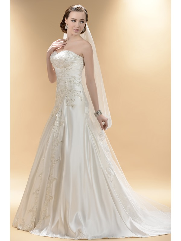 Sweetheart Neckline with A line Skirt and Chapel Train Custom Made Wedding Dress