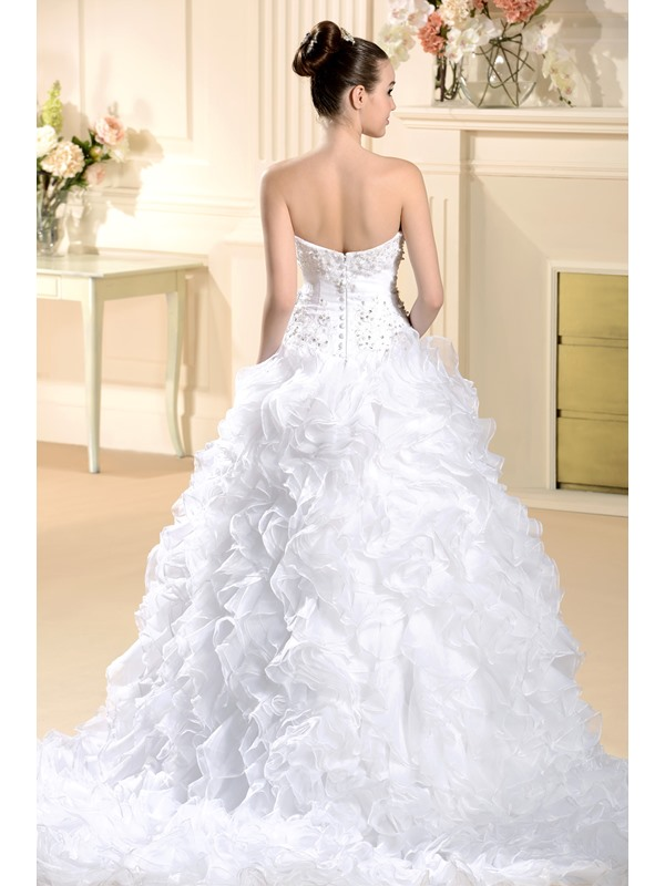 Elegant Ball Gown Sweetheart Floor-Length Chapel Pleats Beadings Wedding Dress
