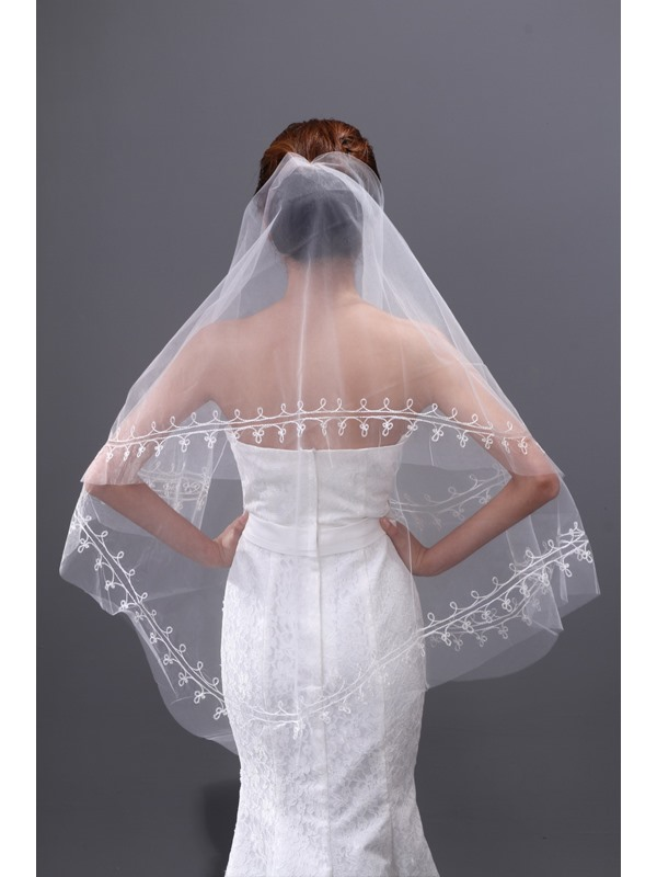 Stunning Tulle Fingertip Wedding Brail Veil