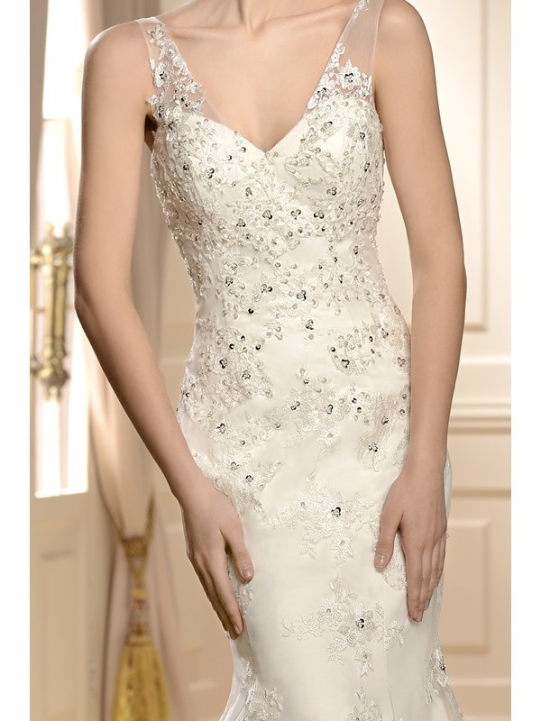 Elegant V-Neck Trumpet/Mermaid Sleeveless Beading Chapel Vintage Wedding Dress