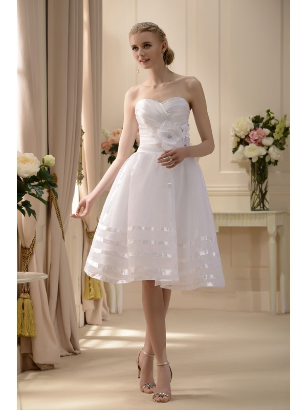 Elegant A-line Sweetheart Tea-length Flowers Wedding Dress