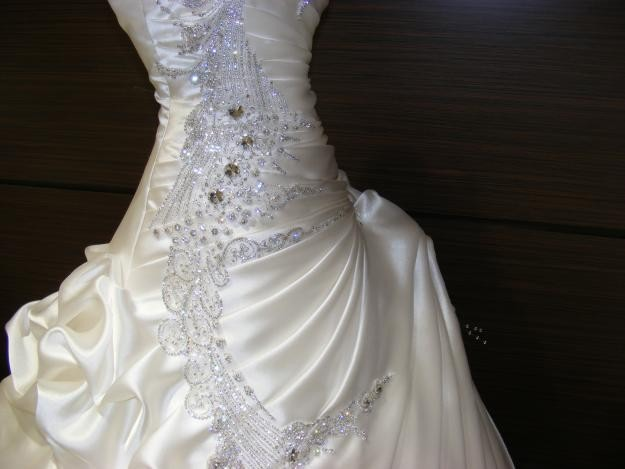 Exquisite Beaded Crystal Pick-ups Ball Gown Wedding Dress