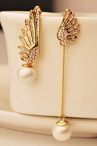 Marvelous Asymmetric Pearl Rhinestone Alloy Women's Earrings