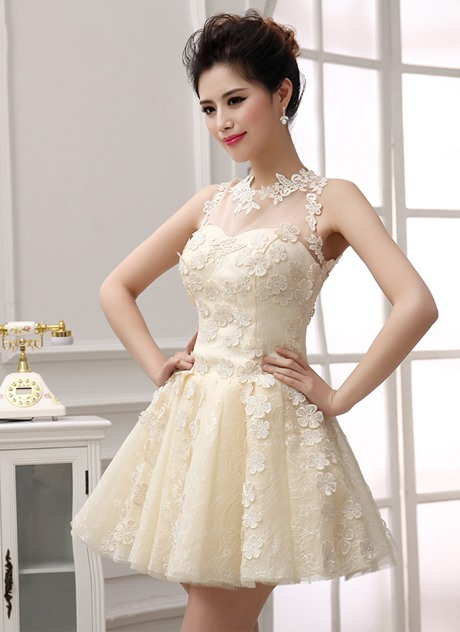 Pretty A-Line Jewel Neck Lace Appliques Short Homecoming Dress