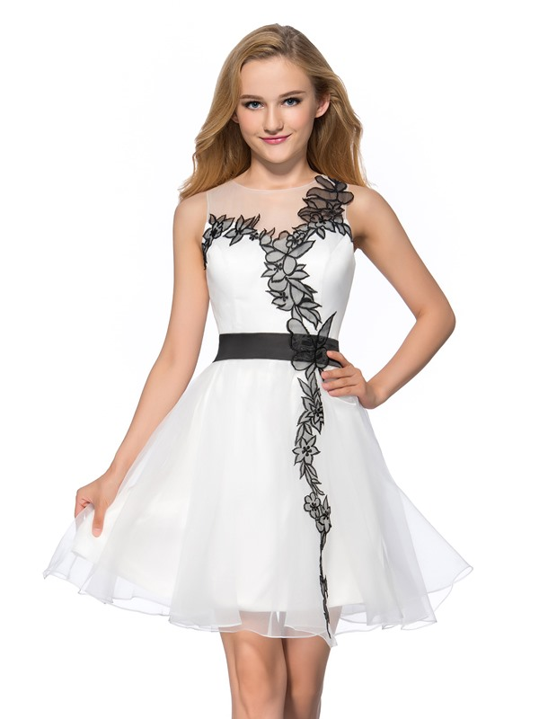 Modern A-Line Jewel Neckline Appliques Short Homecoming Dress