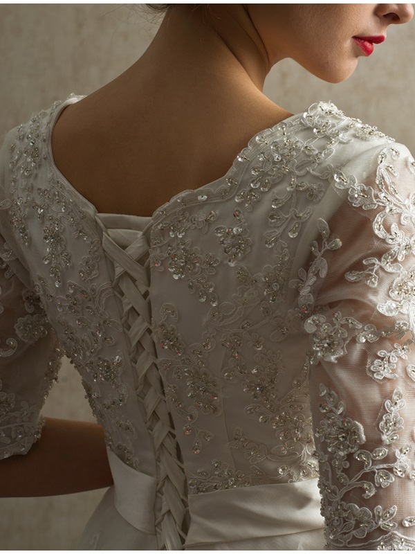 Classical Half-Sleeves Beaded Lace Appliques A-Line Wedding Dress