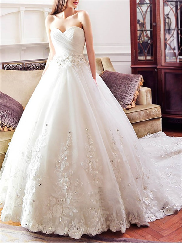 Dramatic Beaded Sweetheart Lace Appliques Ball Gown Wedding Dress