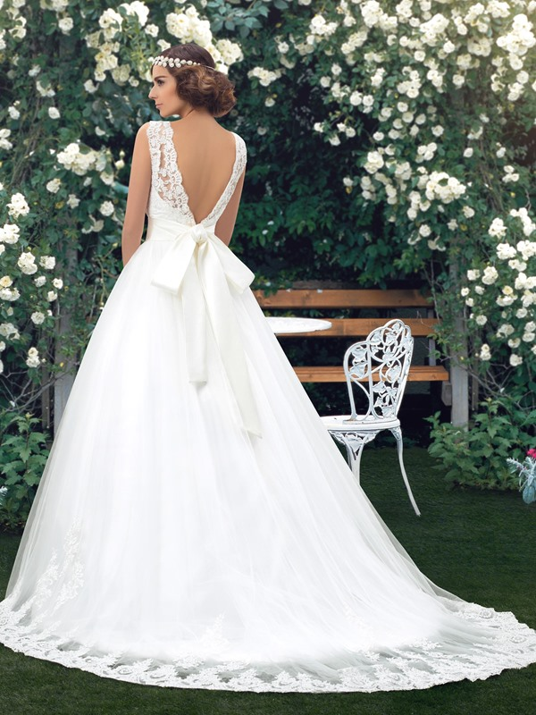 Scalloped Lace Jewel Neck Backless Floor Length A-Line Wedding Dress