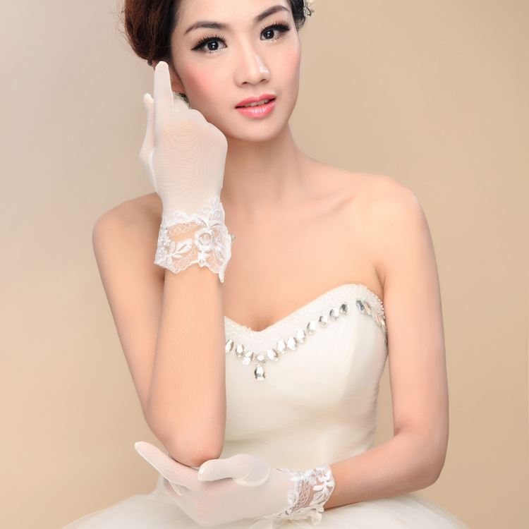 Ivory Lace Trim Short Wedding Gloves