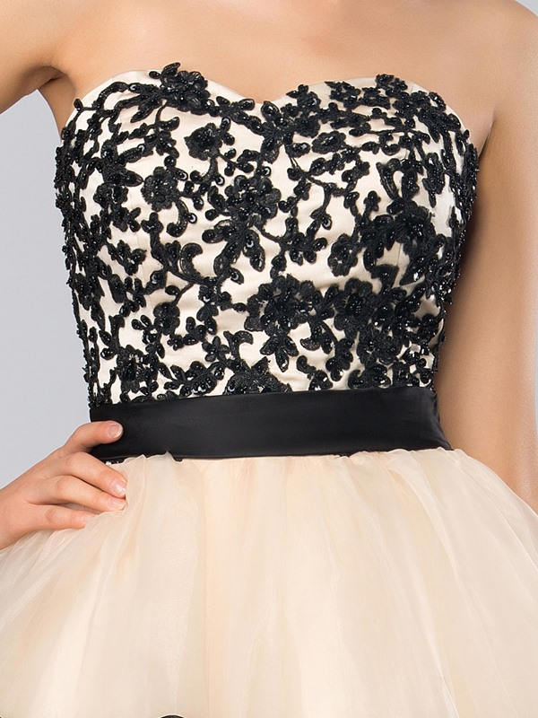 Chic A-Line Sweetheart Appliques Beading Short Cocktail Dress
