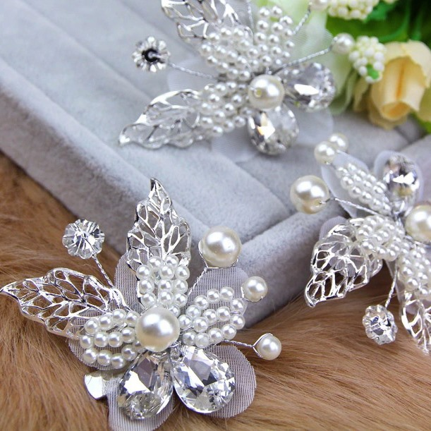 Pearl Flower with Leaves Hair Clip