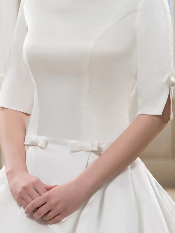 Bateau Neck Short Sleeve Wedding Dress with Train