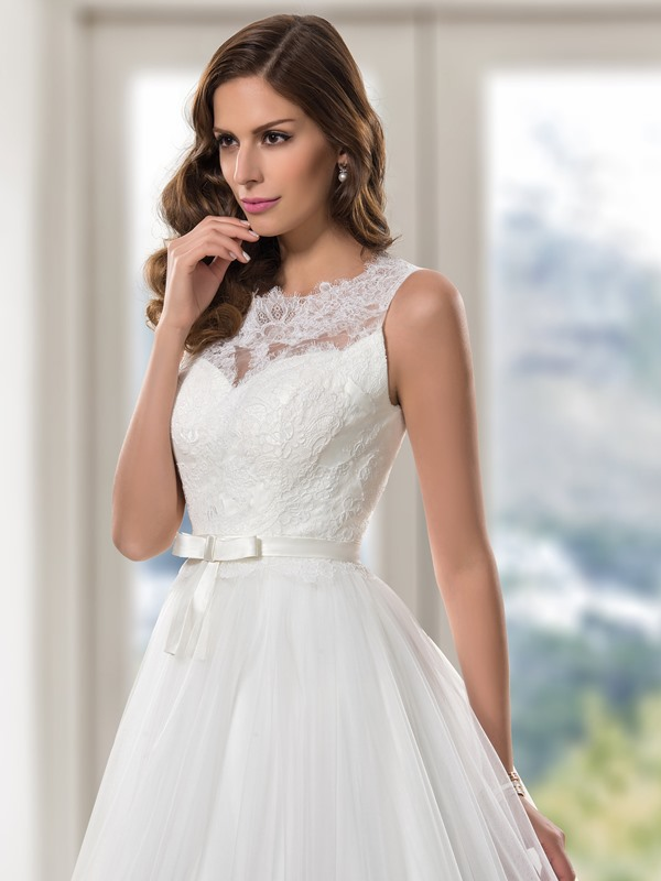 Scoop Neck Lace Button A-Line Wedding Dress