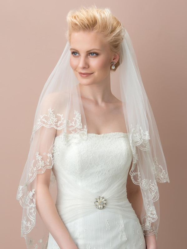 Gorgeous Lace Trimmed Tulle Wedding Veil