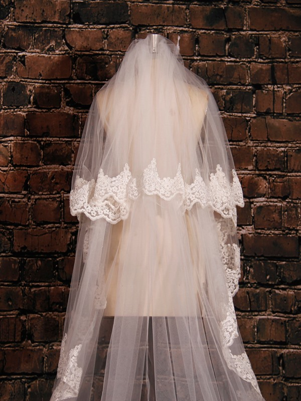 Soft Lace Edge Bridal Cathedral Veil