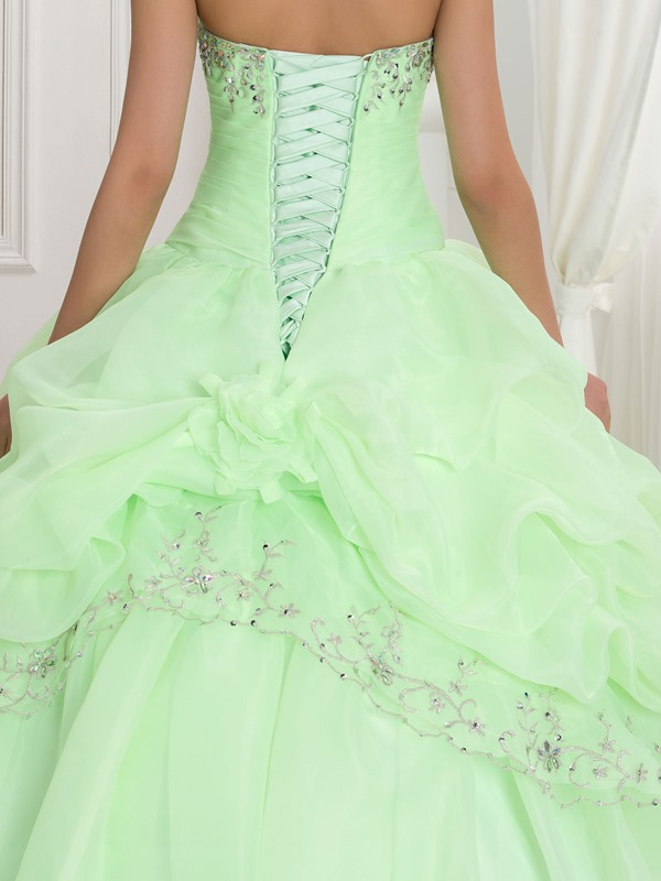 Sweetheart Embroidery Beading Quinceanera Dress