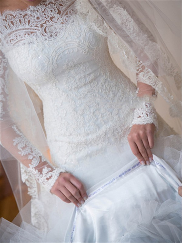 Appliques Lace Long Sleeve Wedding Dress