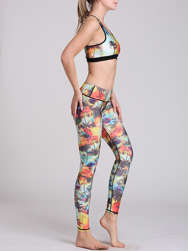 Polyester Standout Print Sports Bra And Yoga Leggings