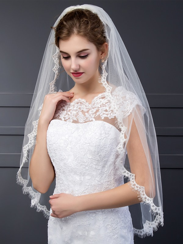 Elegant Wedding Veil With Lace Edge