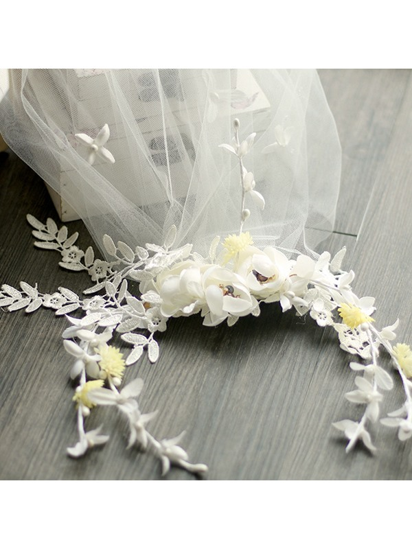 Sweet White Lace Flowers Wedding Tiara