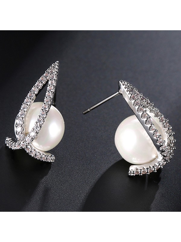 Pearl and Rhinestone Inlaid Anti Allergy Stud Earrings