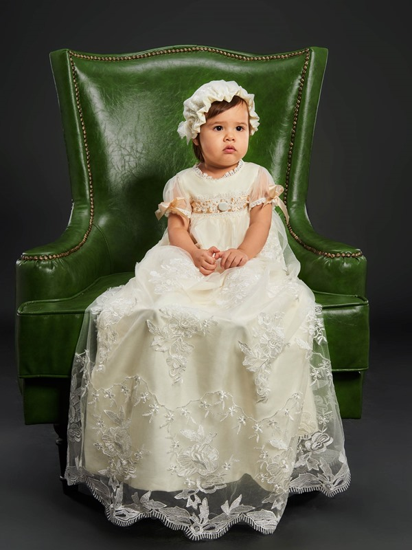 Lace Short Sleeves Baby Girl's Christening Gown with Bonnet