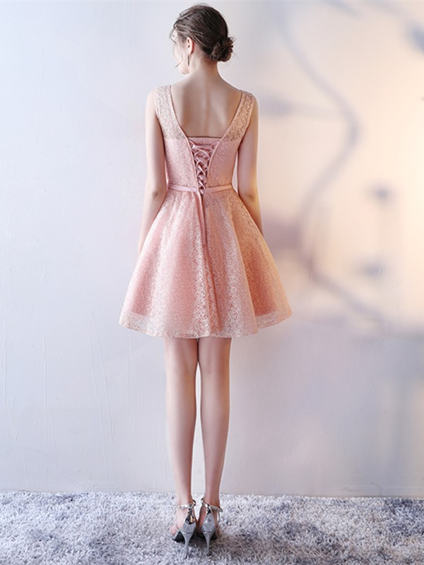 Pretty Sashes A-Line Beading Scoop Lace Short Homecoming Dress
