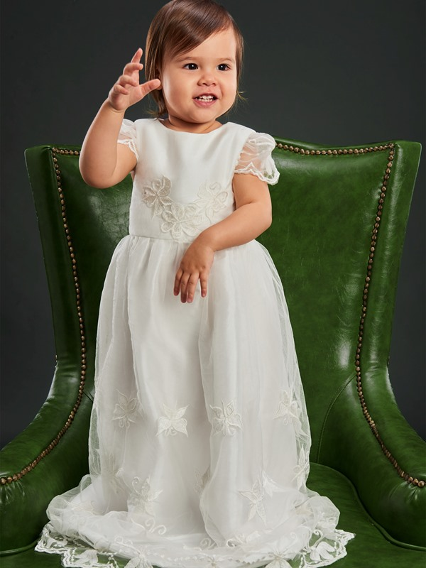 Cute Round Neck Cap Sleeves Lace Appliques Baptism Gown for Girls