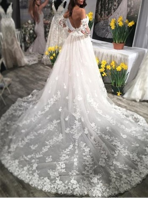 Sweetheart A-Line Appliques Wedding Dress With Oversleeve
