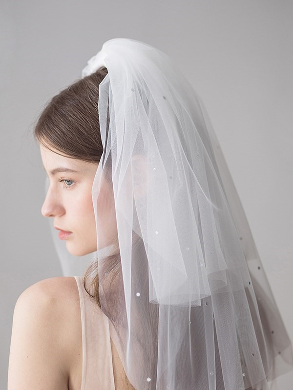 One-Layer Diamonds Cut Edge Short Wedding Veil 2019