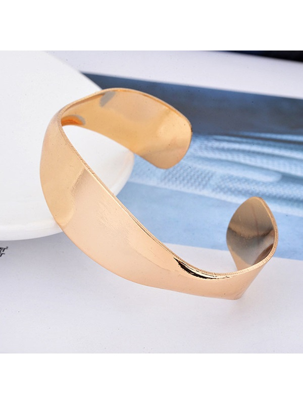 Plain Golden Female Bracelets