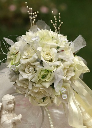 Exquisite Green-white Silk Cloth Wedding Bridal Bouquet