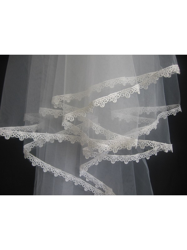 Fingertip Veil with Lace Applique Edge