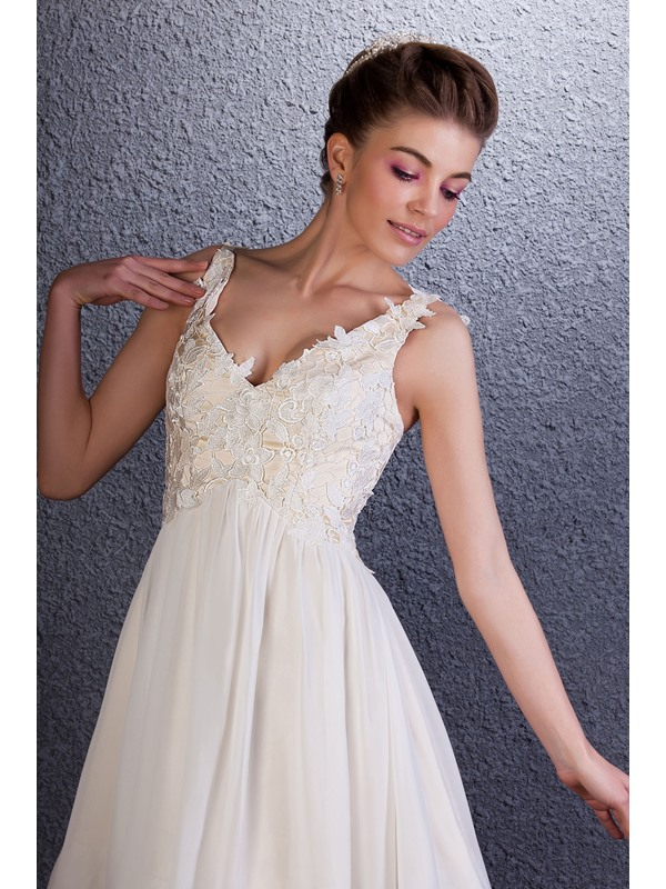 Dramatic V-Neck Sleeveless Lace A-Line Knee-Length Homecoming Dress