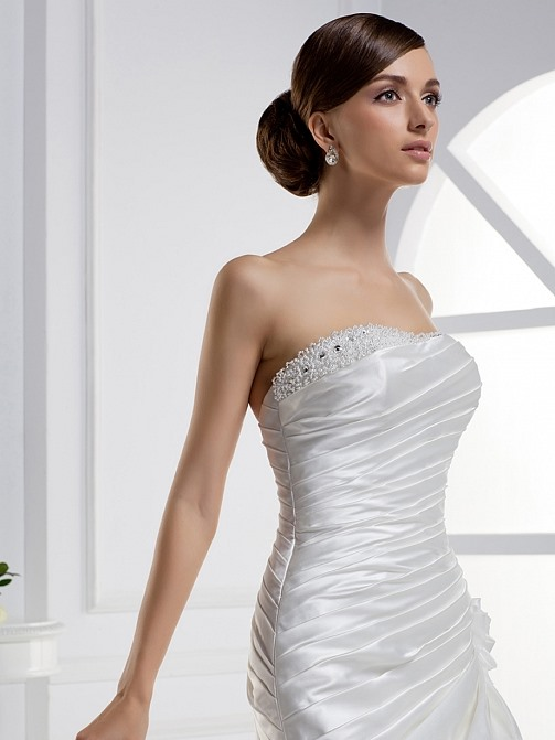 Stunning Mermaid Strapless Tiered Floor-length Chapel Train Wedding Dress(Free Shipping)