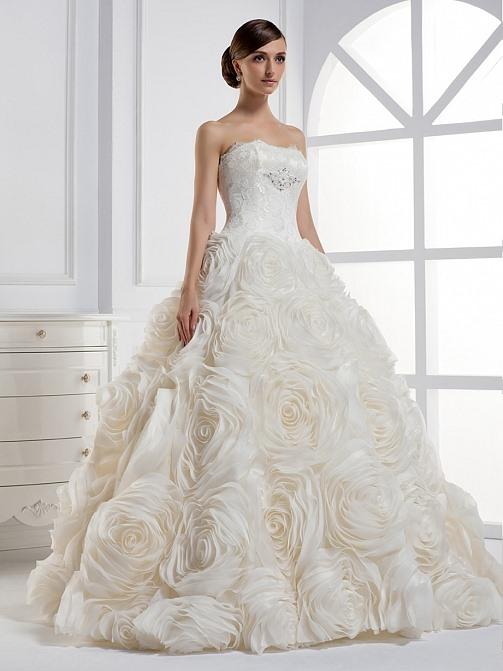 Elegant A-line Strapless Floor-length Ball Gown Wedding Dress