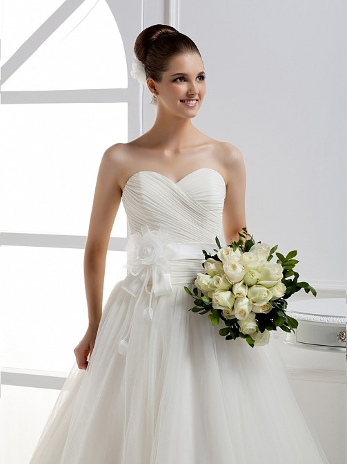 Beautiful A-line Sweetheart Flower Ruffles Floor-length Wedding Dress