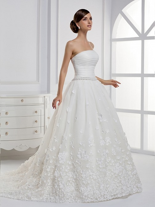 Noble A-line Floor-length Strapless Applique Chapel Train Wedding Dress