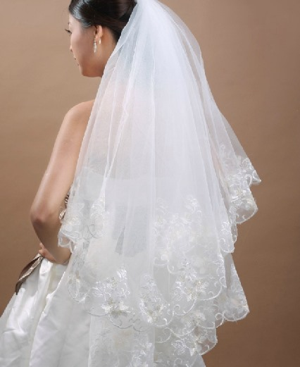 Faddish Waltz Wedding Bridal Veil with Appliques Edge