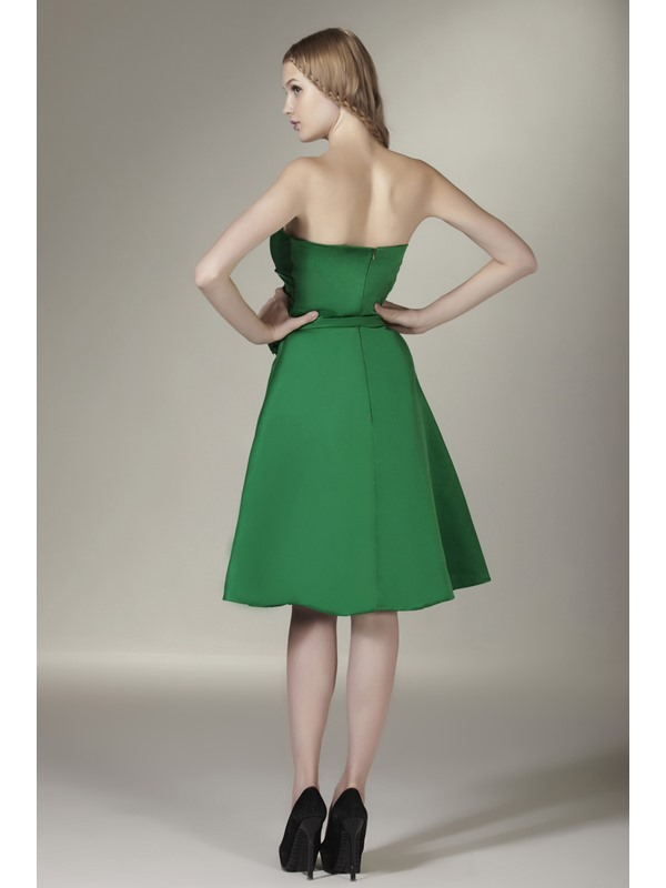 Pretty Strapless Ruched Sweetheart Knee Length Bridesmaid Dress