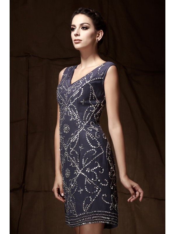 Charming Beading/Sequins Knee-Length Column V-Neck Mother Of The Bride Dress